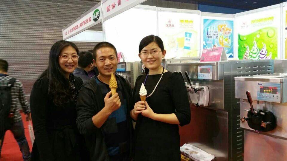 冰雪丽人冰淇淋机参加第21届广州酒店用品展照片