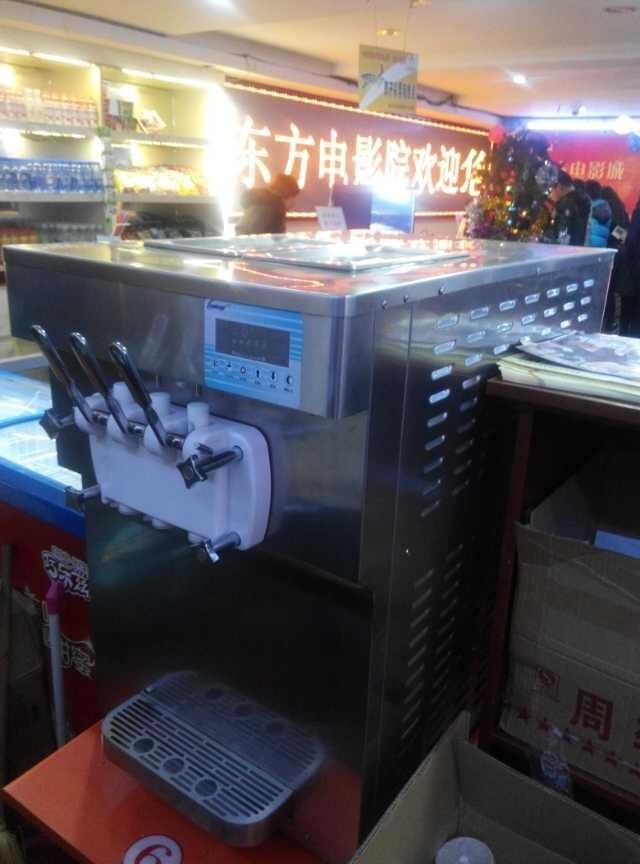 冰雪丽人台式软冰淇淋机亮相东方电影城啦